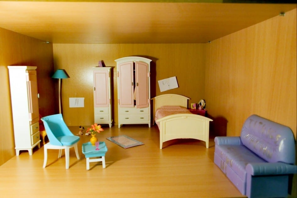 small house, image of a dolls house